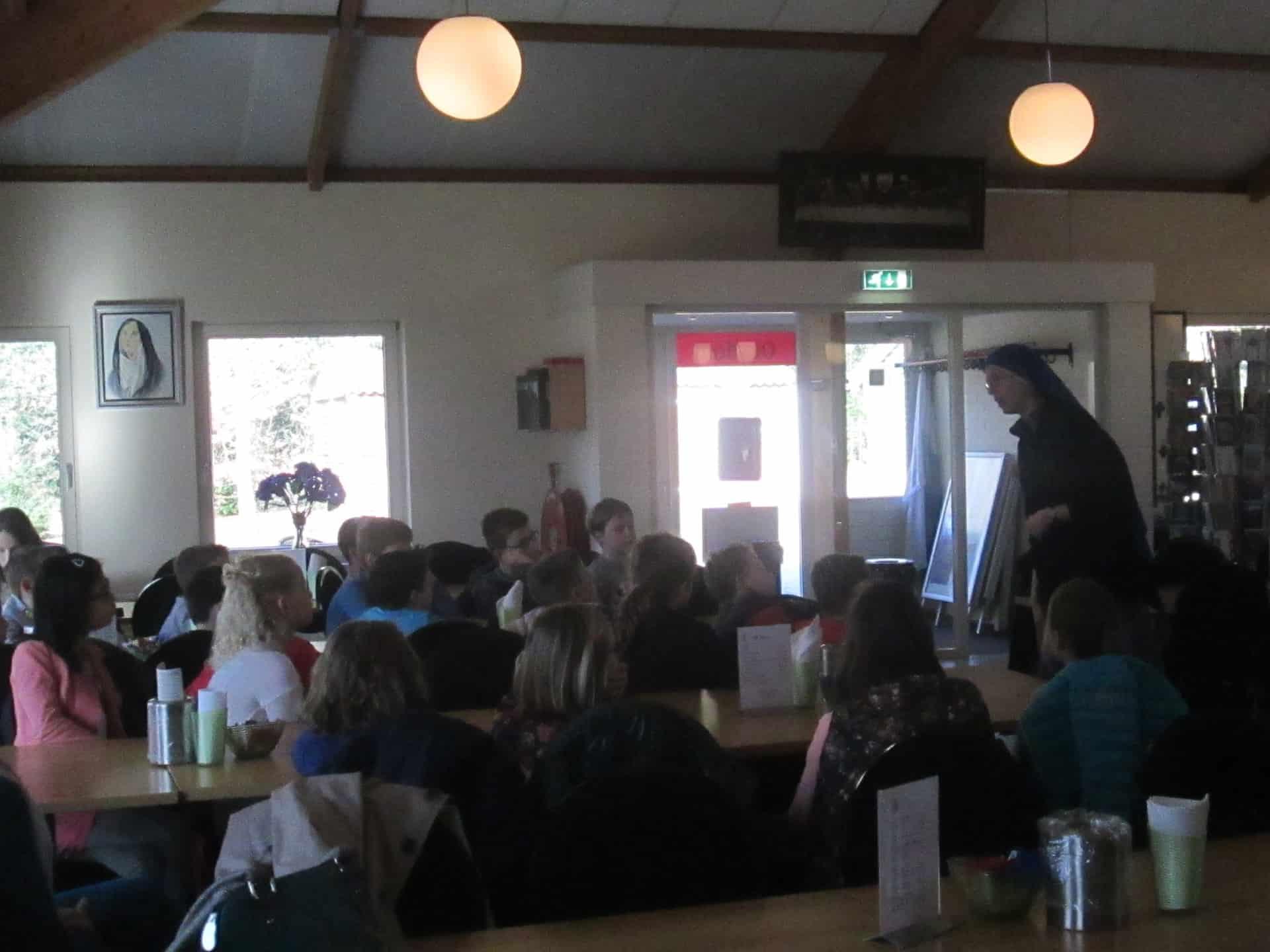 Rozenbeek Velserbroek bij O.L.V. ter Nood voor Anti-pest-programma