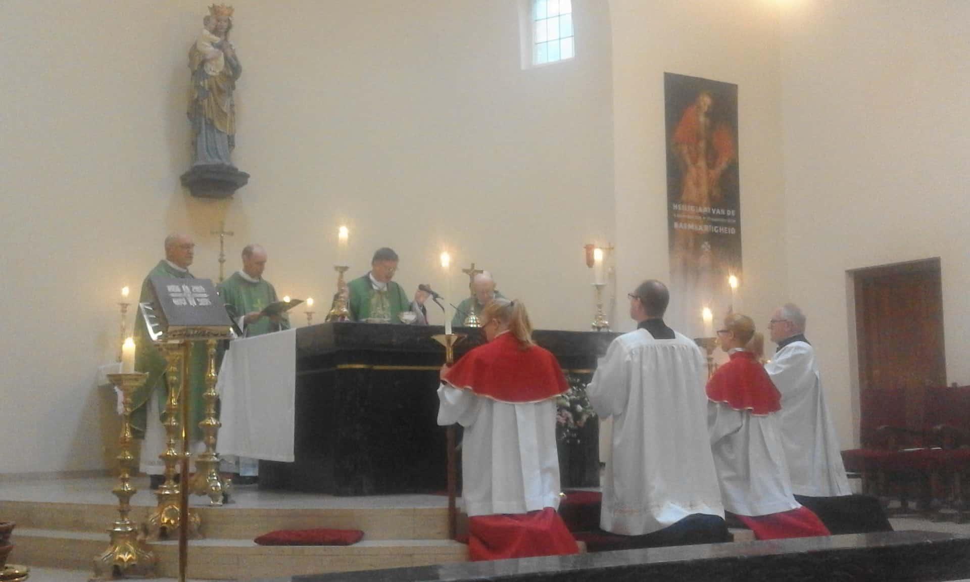 sluiting-heilige-deur-heiloo-eucharistieviering