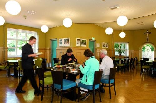 eetzaal-refter-gastenhuis-heiligdom-onze-lieve-vrouw-ter-nood-heiloo