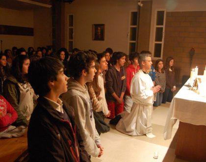 jongeren-aanbidding-heilige-eucharistie
