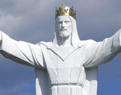 christus-koning-pomnik-chrystusa-krola-olv-ter-nood-heiloo