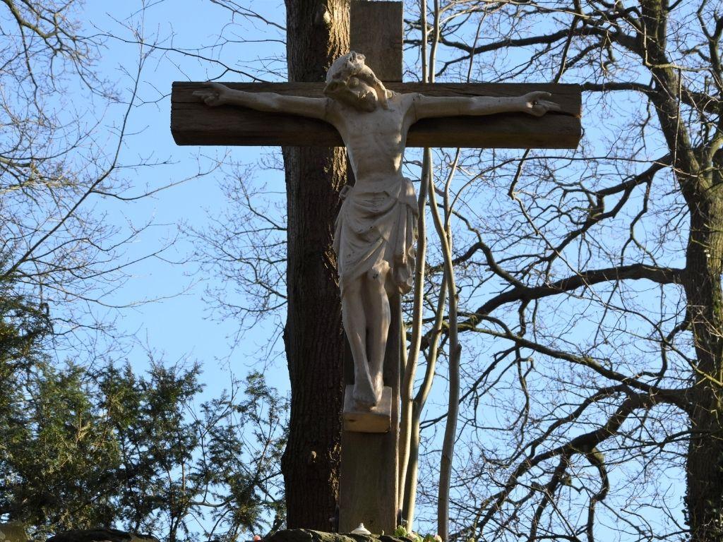 statie-12-jezus-sterft-aan-het-kruis-olv-ter-nood-heiloo